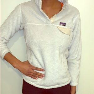 White fleece Patagonia pull over
